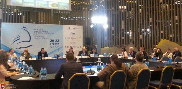 Развитие туристических кластеров России обсудили эксперты в Ялте