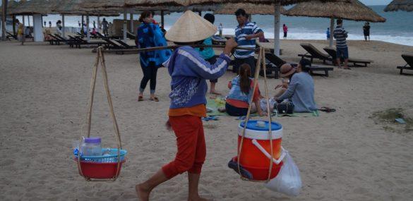 Вьетнам посчитал иностранных туристов