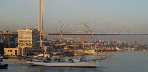 Мест для наблюдения за парусниками во время регаты во Владивостоке хватит всем