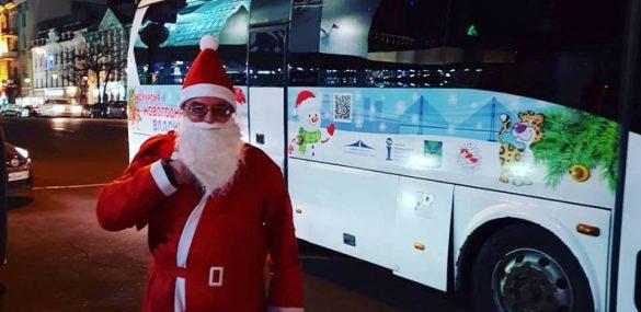 С хороводом, подарками и Дедом Морозом прошли экскурсии «Новогодний Владивосток»