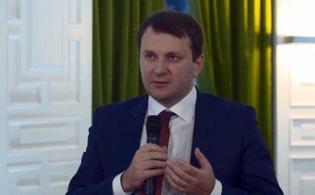 М. Орешкин: короткий сезон, климат и нехватка кадров тормозят туризм в «родном отечестве»