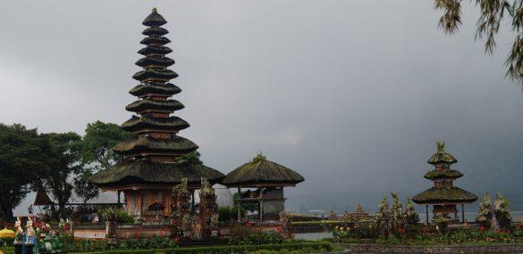Приморцев готовятся вывозить с пляжного Бали