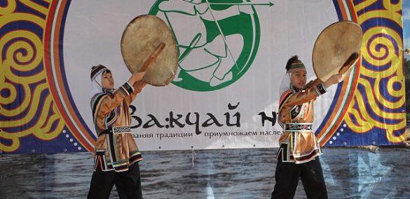 Гости фестиваля «Ва:кчай ни» в нацпарке «Бикин» могут посоревноваться в метании топора