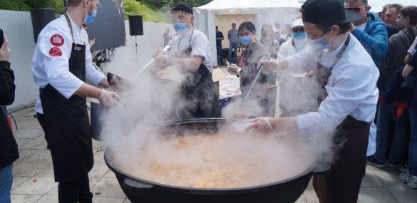 Праздник ДВ-кухни и чемпионат мира по Го отметили 1500 порциями том-яма