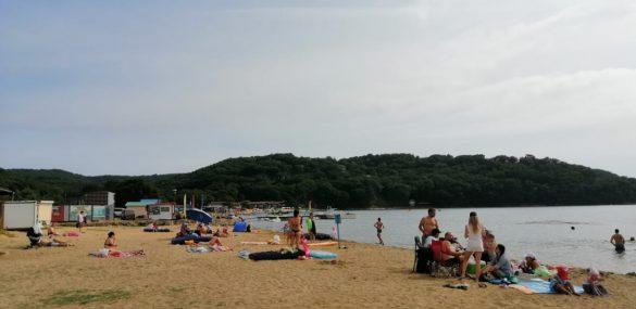 В Приморье арендаторы и местные власти занялись уборкой пляжей