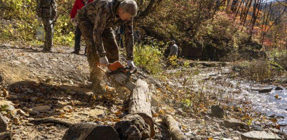 «Земля леопарда» и волонтёры навели порядок на Кравцовских водопадах