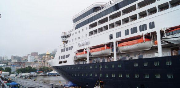 Владивосток впервые посетил круизный лайнер Maasdam